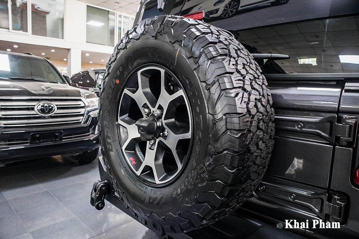 Ảnh Lốp dự phòng xe Jeep Wrangler 2020