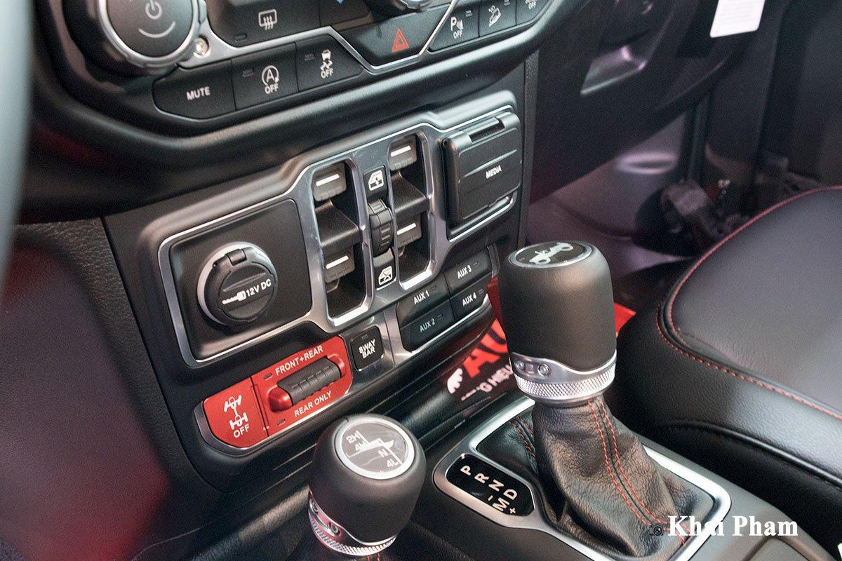 Ảnh Cần số xe Jeep Wrangler 2020
