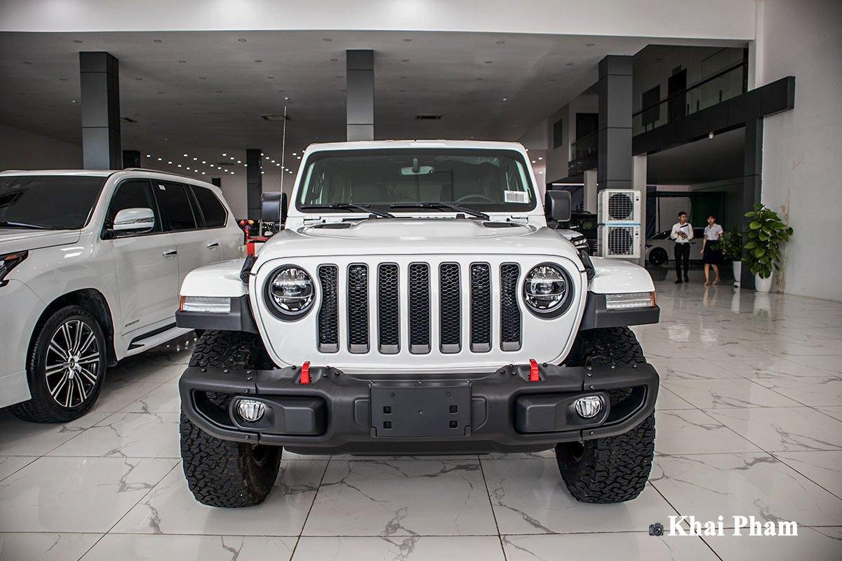 Ảnh chính diện đầu xe Jeep Wrangler 2020