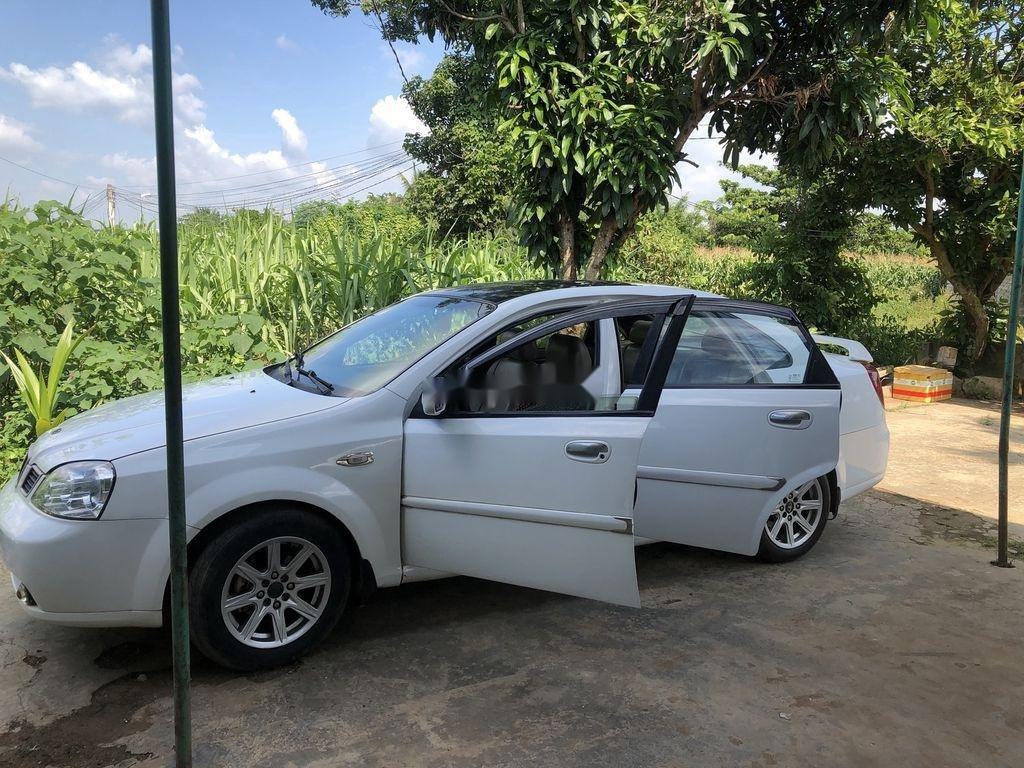 Cần bán Daewoo Lacetti đời 2004, màu trắng xe gia đình giá cạnh tranh (3)
