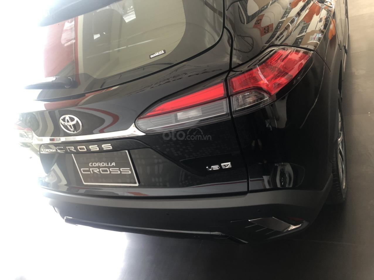 Bán Toyota Corolla Cross 1.8V màu đen giao ngay (4)