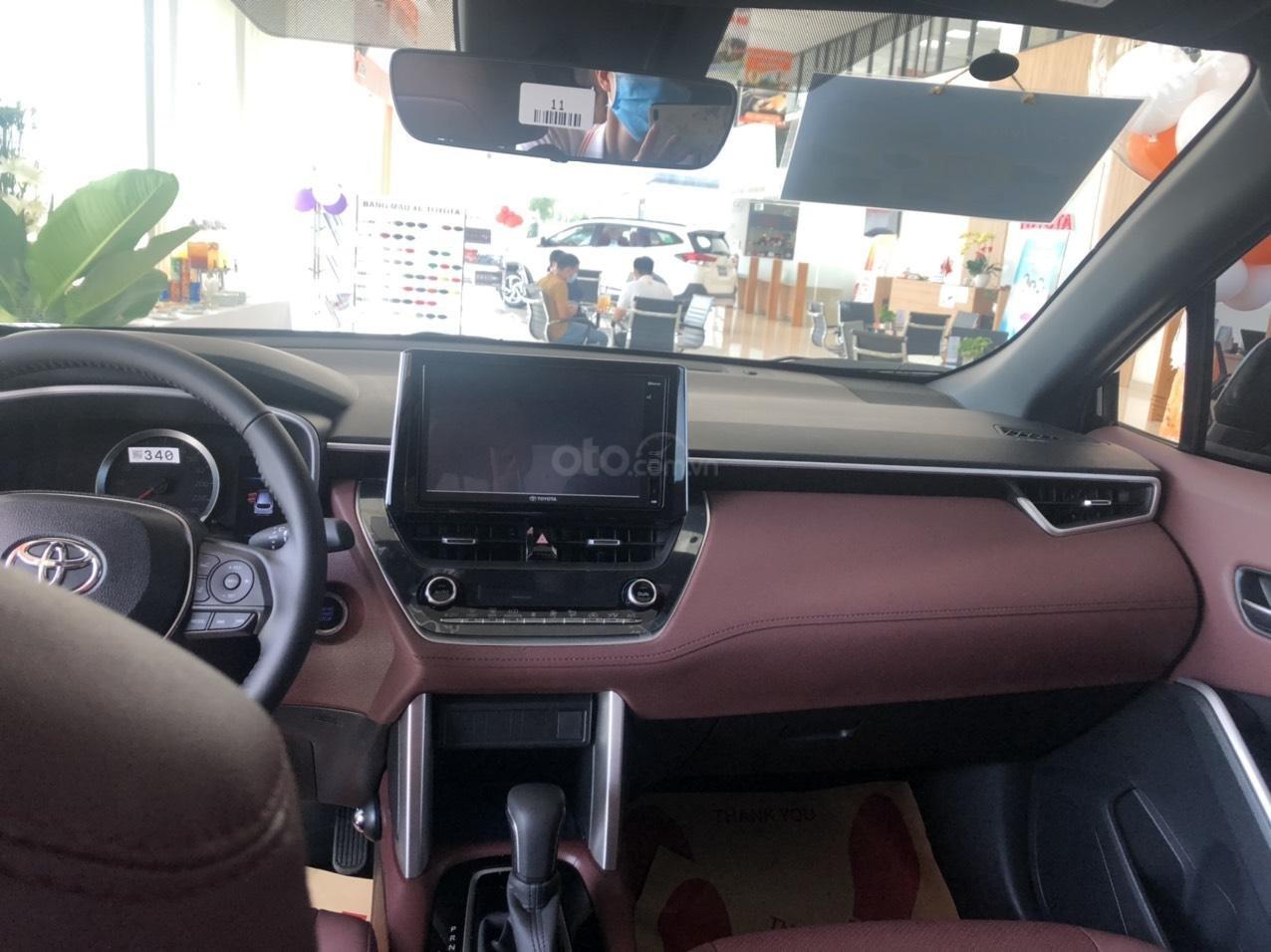 Bán Toyota Corolla Cross 1.8V màu đen giao ngay (6)
