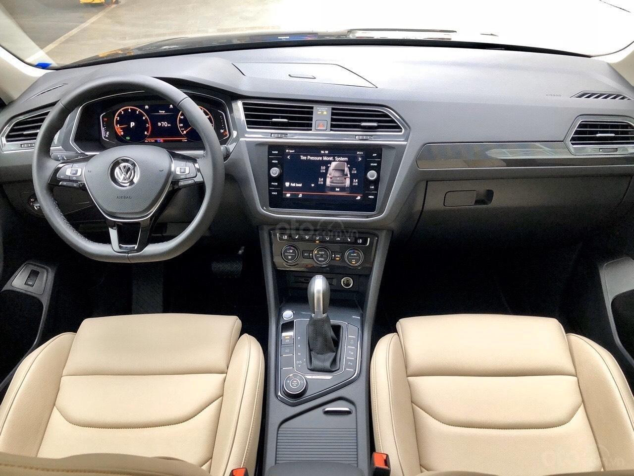 Xe Volkswagen Tiguan Luxury Màu đen sang trọng cho phái mạnh - Lái thử tận nơi - Giao xe miễn phí toàn quốc (4)