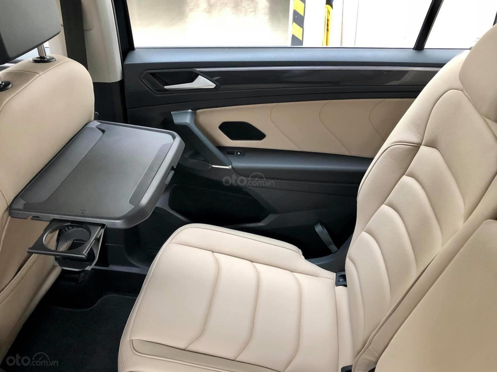 Xe Volkswagen Tiguan Luxury Màu đen sang trọng cho phái mạnh - Lái thử tận nơi - Giao xe miễn phí toàn quốc (2)