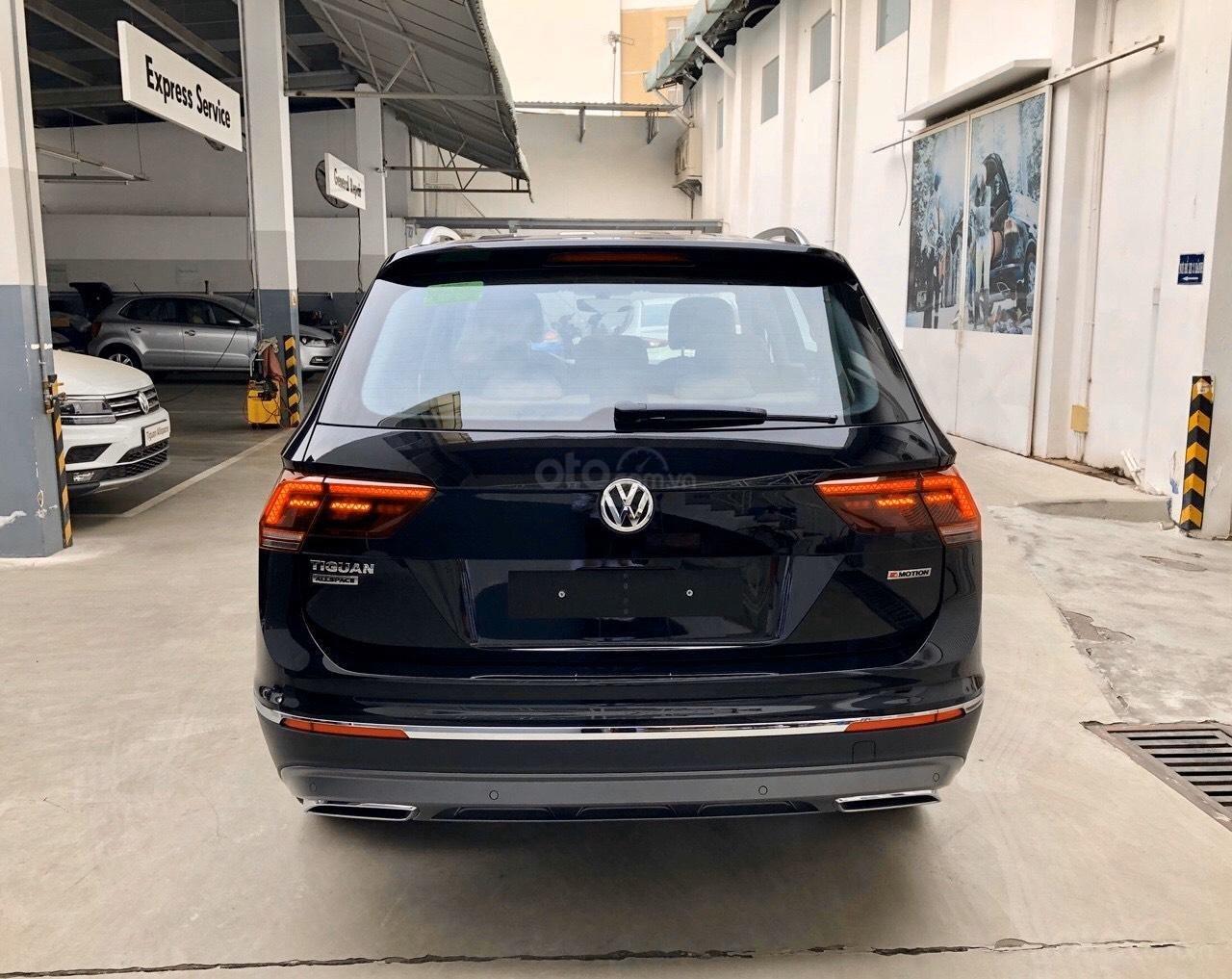Xe Volkswagen Tiguan Luxury Màu đen sang trọng cho phái mạnh - Lái thử tận nơi - Giao xe miễn phí toàn quốc (3)
