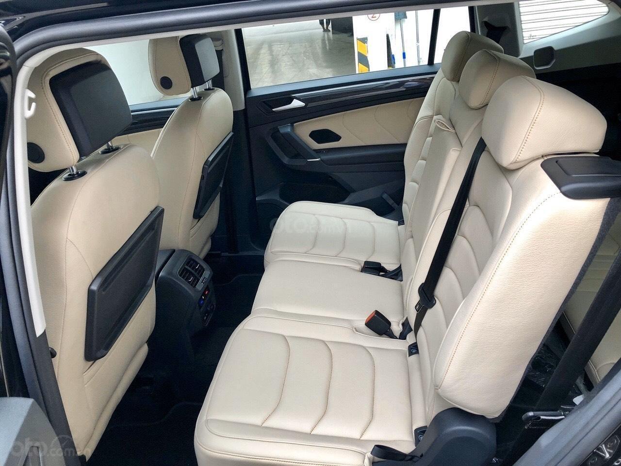 Xe Volkswagen Tiguan Luxury Màu đen sang trọng cho phái mạnh - Lái thử tận nơi - Giao xe miễn phí toàn quốc (5)