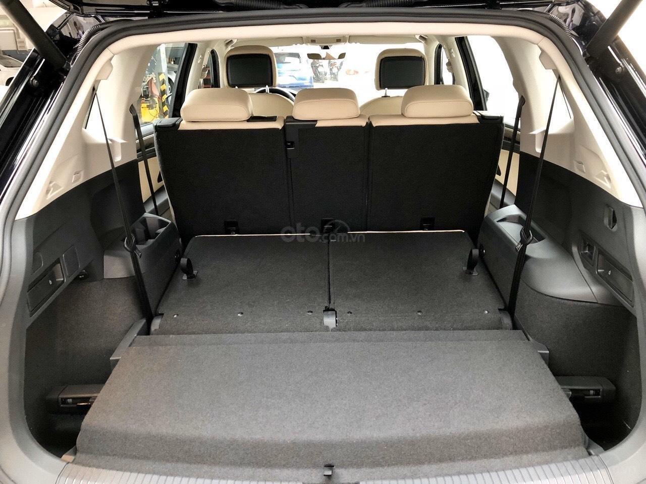 Xe Volkswagen Tiguan Luxury Màu đen sang trọng cho phái mạnh - Lái thử tận nơi - Giao xe miễn phí toàn quốc (7)