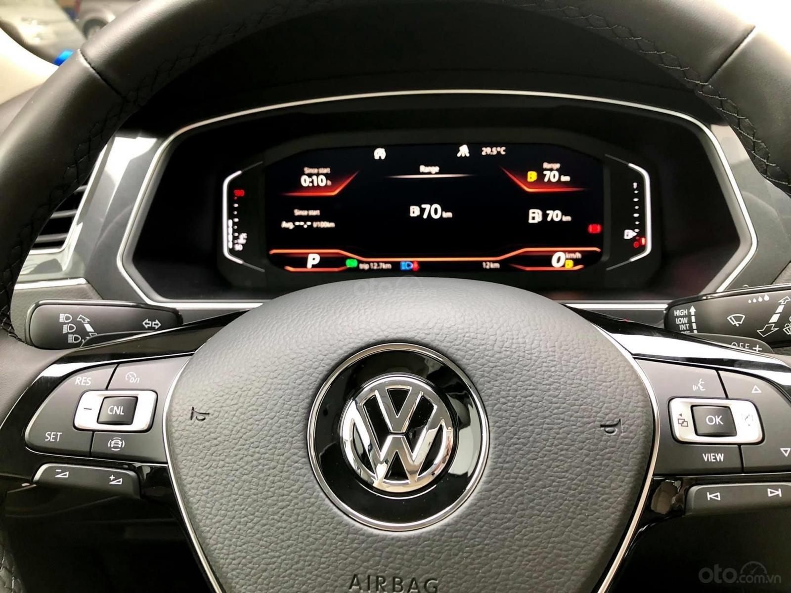 Xe Volkswagen Tiguan Luxury Màu đen sang trọng cho phái mạnh - Lái thử tận nơi - Giao xe miễn phí toàn quốc (13)