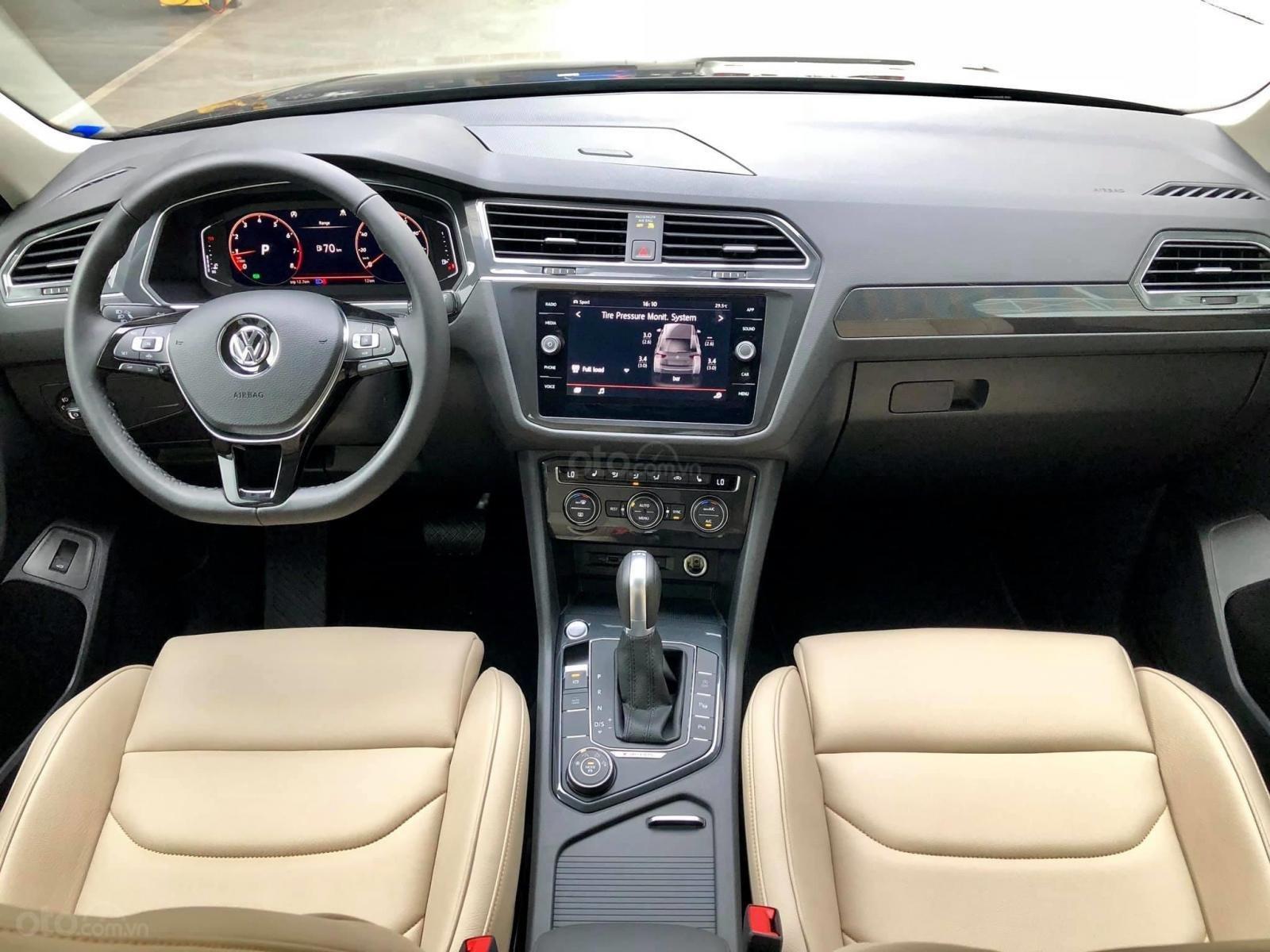 Xe Volkswagen Tiguan Luxury Màu đen sang trọng cho phái mạnh - Lái thử tận nơi - Giao xe miễn phí toàn quốc (14)