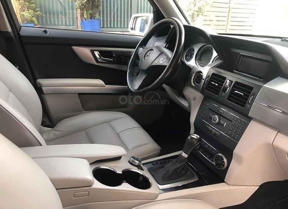 Cần bán lại xe Mercedes GLK300 sản xuất 2010, màu bạc, nhập khẩu (3)