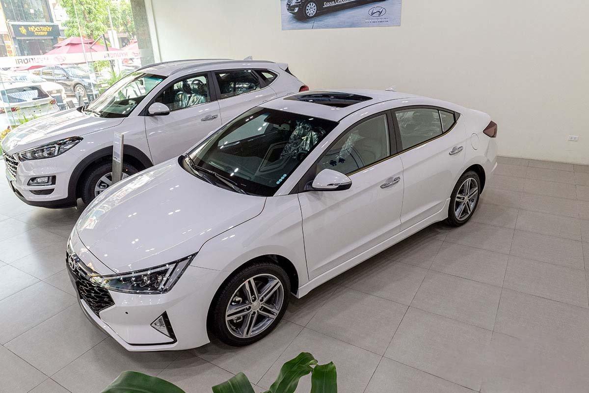 Hyundai Elantra giảm 20 triệu đồng 1