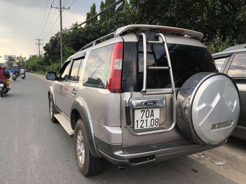 Bán xe Ford Everest đời 2007, màu bạc, 7 chỗ ngồi (5)