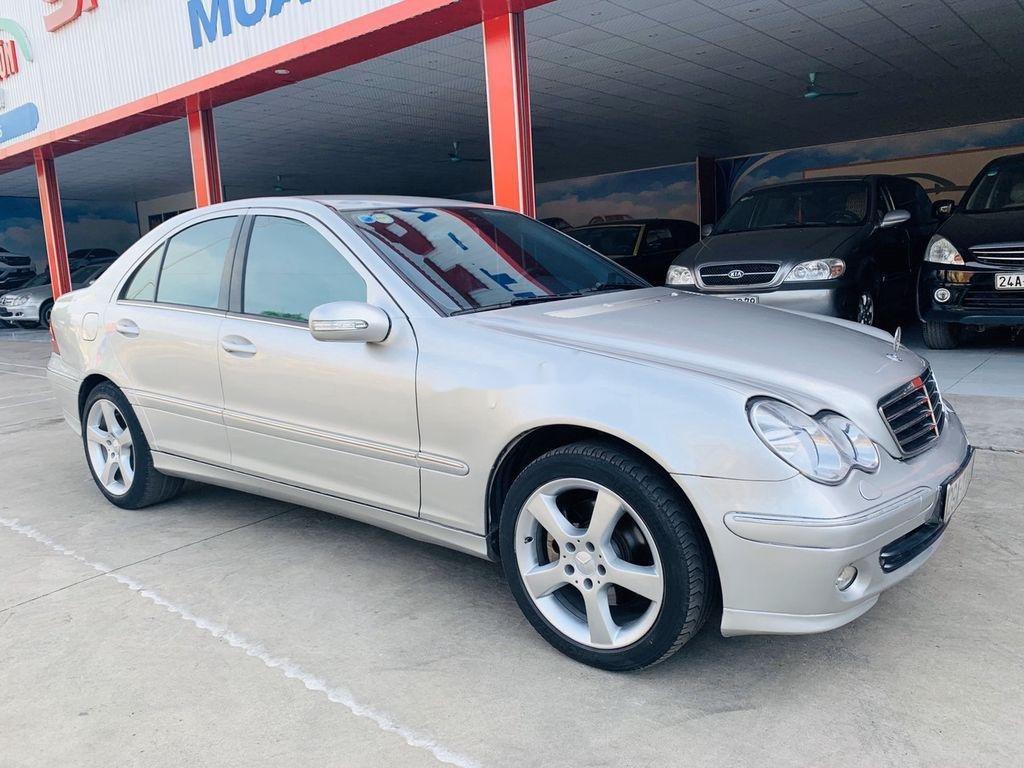 Cần bán xe Mercedes C240 sản xuất 2004 số tự động (3)