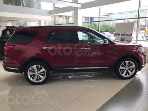 Ford Explorer đỏ sang trọng lăn bánh chưa tới 2,2 tỷ (2)