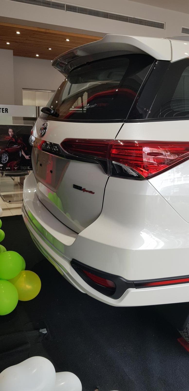 Bán xe Toyota Fortuner TRD mới năm 2019 (3)