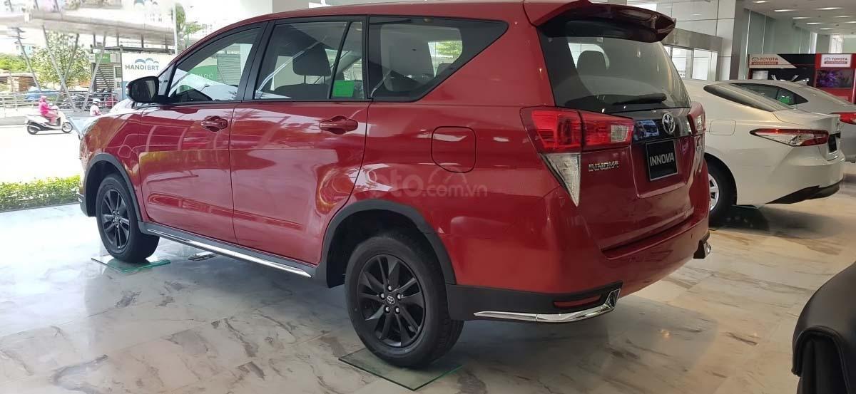 Bán Toyota Innova 2.0 Venturer năm sản xuất 2020, xe giá thấp, giao nhanh toàn quốc (3)