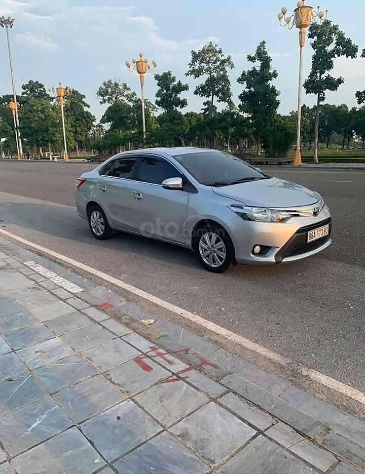 Cần bán gấp Toyota Vios 1.5E CVT 2017, màu bạc còn mới  (1)