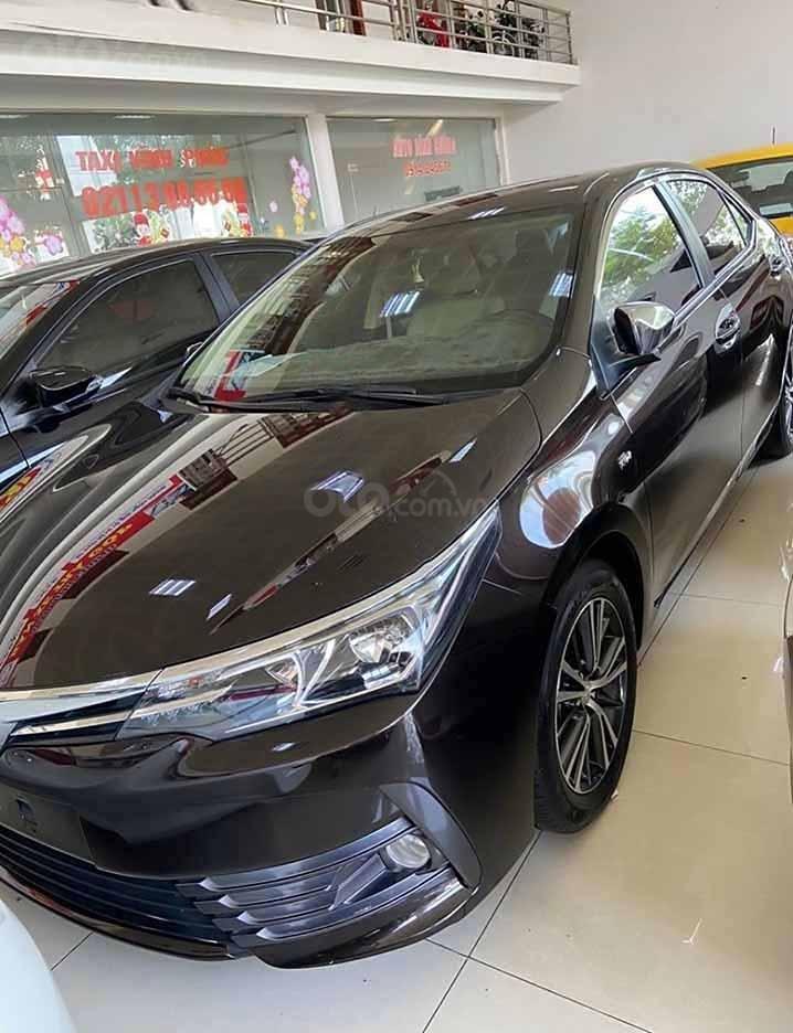 Bán Toyota Corolla Altis đời 2019, màu đen còn mới, giá 720tr (1)