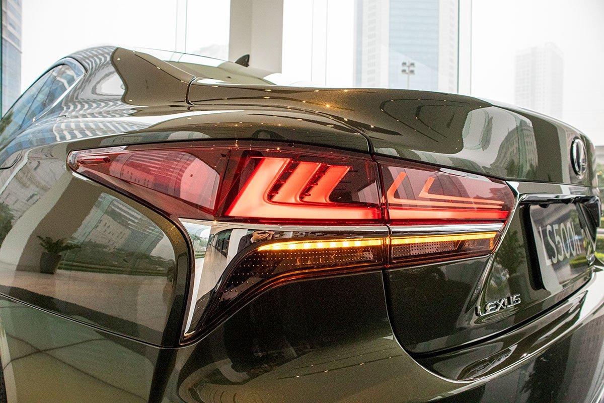 Ngoại thất Lexus LS2.