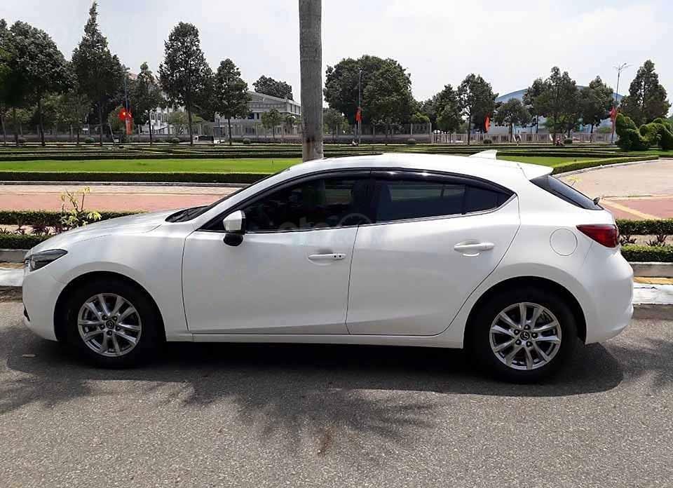 Bán xe Mazda 3 1.5 AT đời 2018, màu trắng còn mới  (1)
