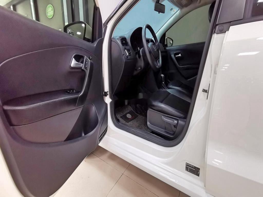 Cần bán lại xe Volkswagen Polo năm sản xuất 2016, màu trắng   (10)