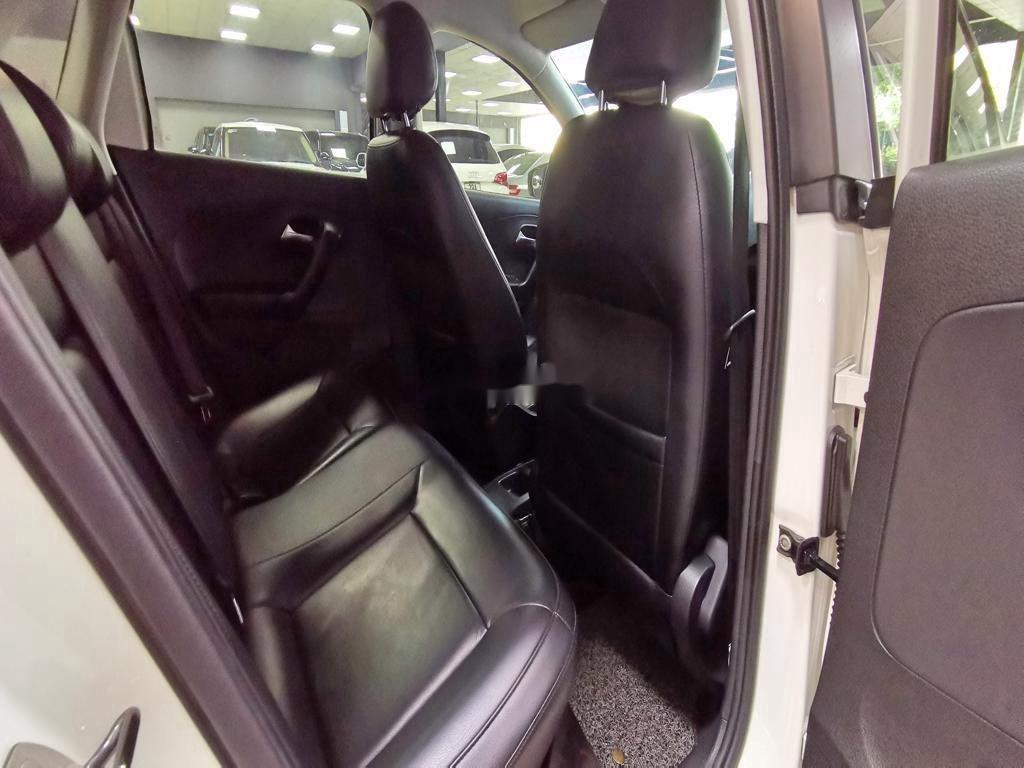 Cần bán lại xe Volkswagen Polo năm sản xuất 2016, màu trắng   (12)