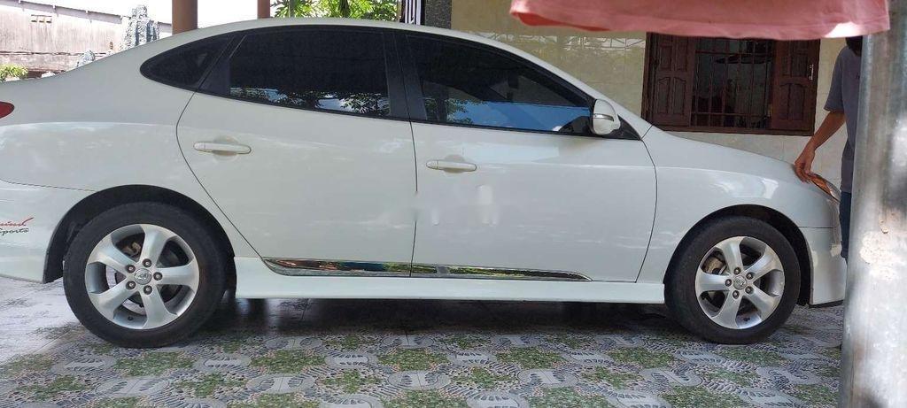 Gia đình bán Hyundai Avante đời 2014, màu trắng  (1)