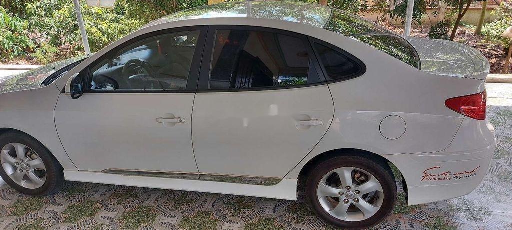 Gia đình bán Hyundai Avante đời 2014, màu trắng  (2)