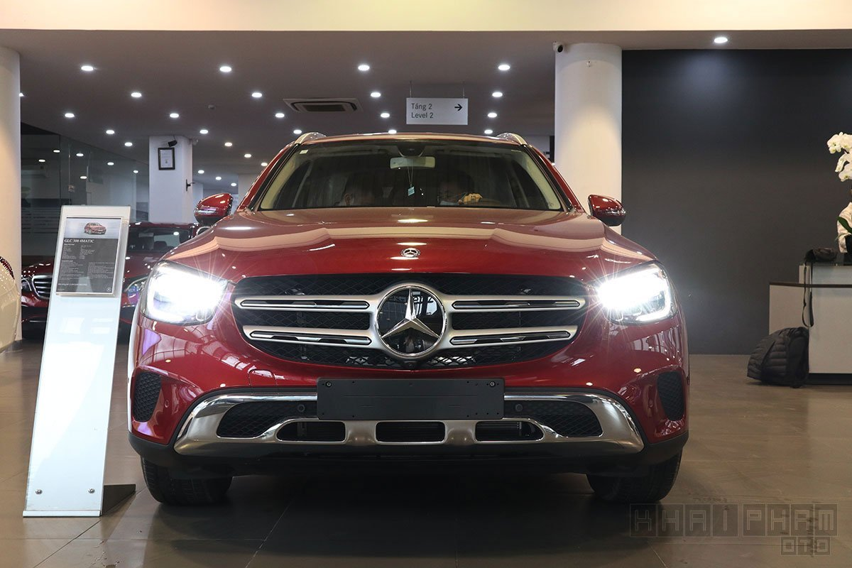 Ngoại thất Mercedes-Benz GLC200 4MATIC 2021.
