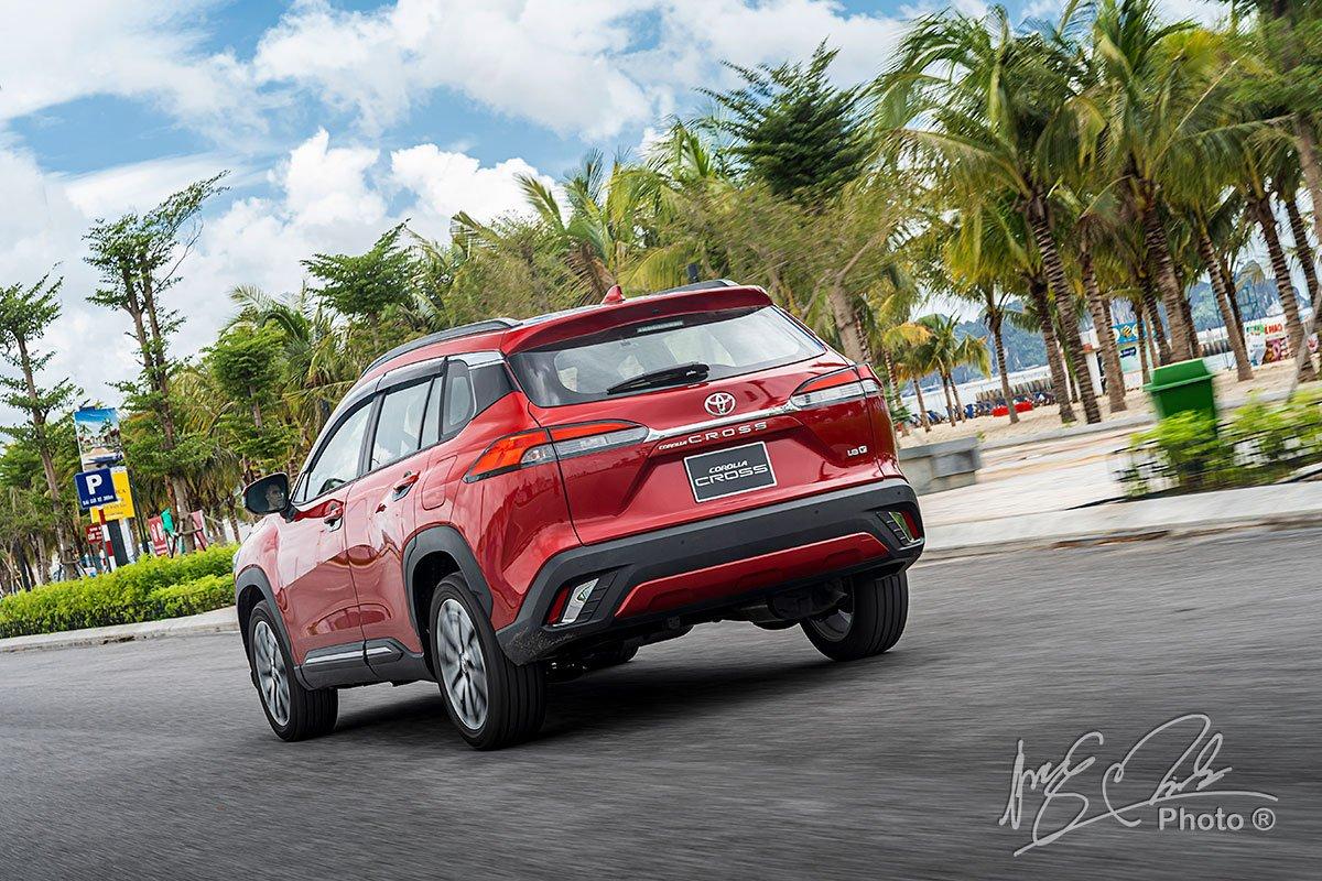 Ưu nhược điểm xe Toyota Corolla Cross 2020 1.8V mới bán tại Việt Nam a6