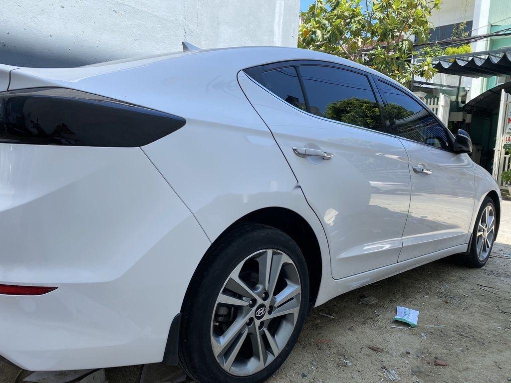 Cần bán lại xe Hyundai Elantra năm sản xuất 2017, màu trắng, nhập khẩu (3)