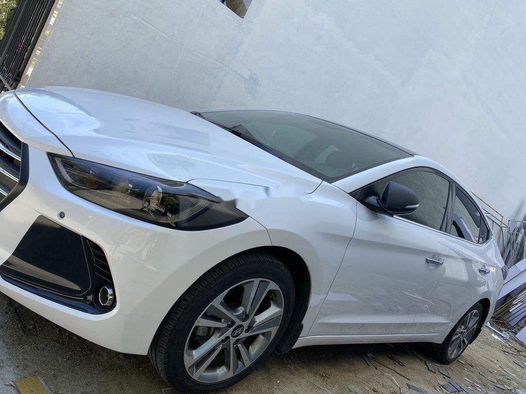 Cần bán lại xe Hyundai Elantra năm sản xuất 2017, màu trắng, nhập khẩu (1)