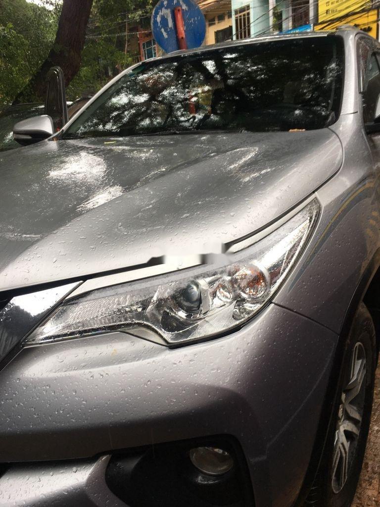 Bán xe Toyota Fortuner năm sản xuất 2017, màu bạc còn mới (2)