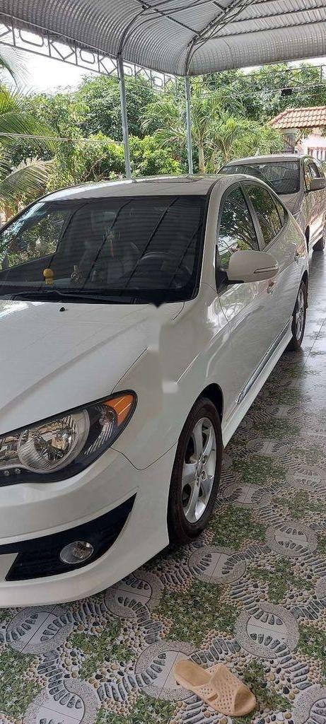 Gia đình bán Hyundai Avante đời 2014, màu trắng  (3)