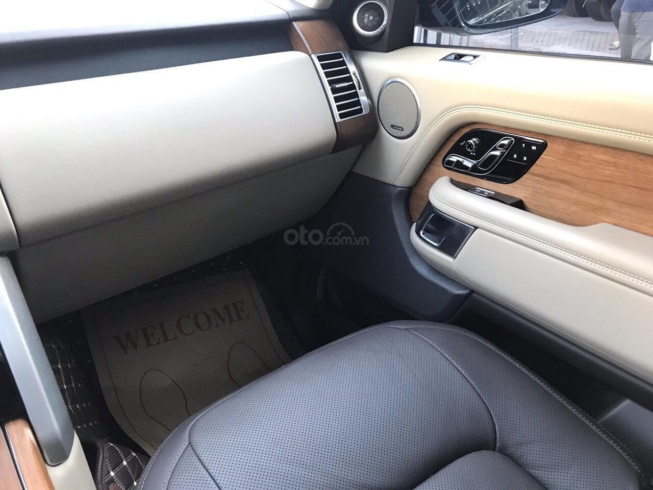 Siêu mẫu Anh quốc LandRover Range Rover Vogue hàng cực hiếm (5)