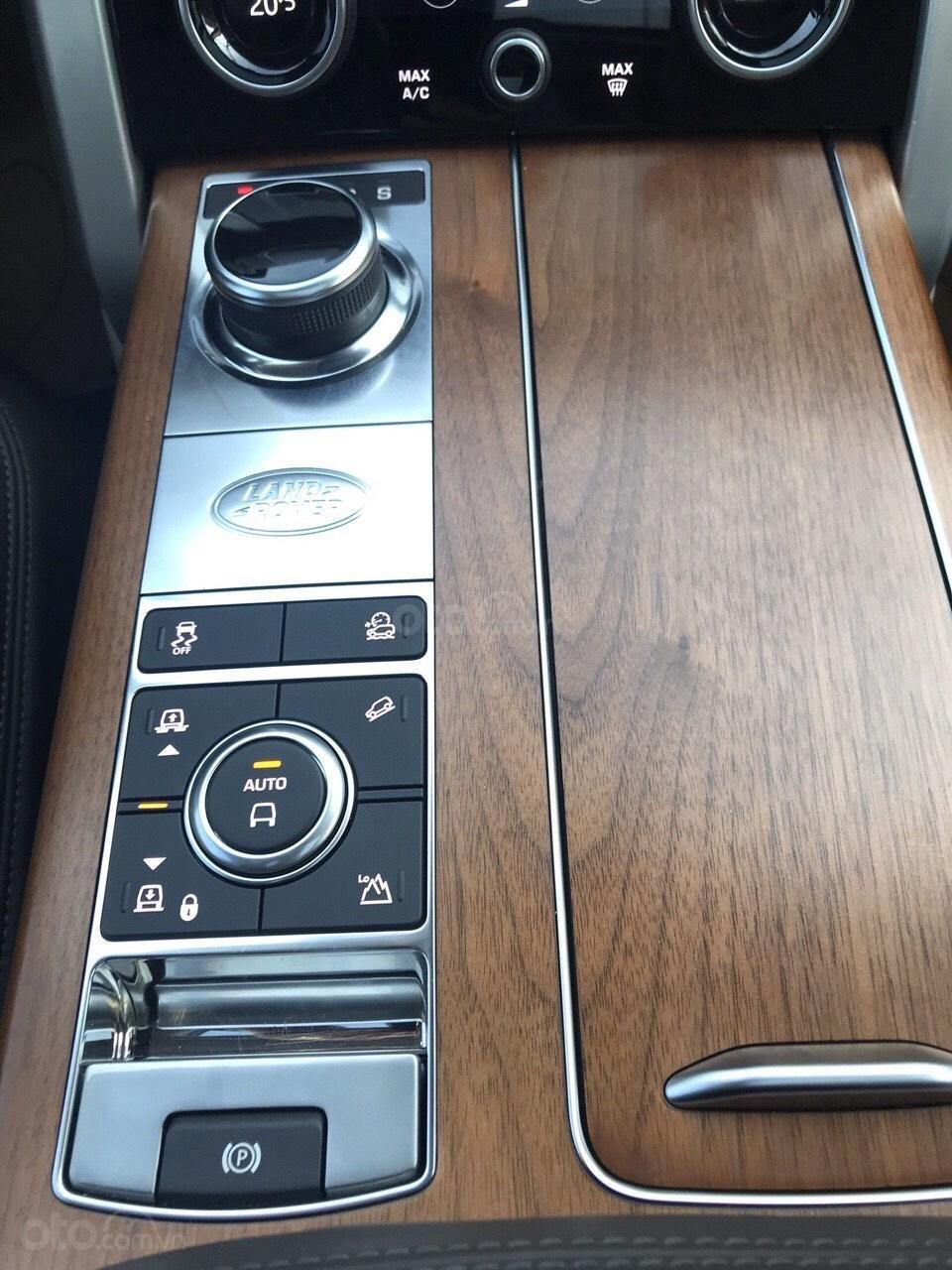 Siêu mẫu Anh quốc LandRover Range Rover Vogue hàng cực hiếm (13)