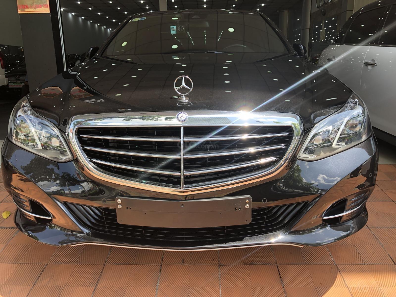 Cần bán xe Mercedes-Benz E200 sản xuất 2015, ĐKLĐ 2016 (1)