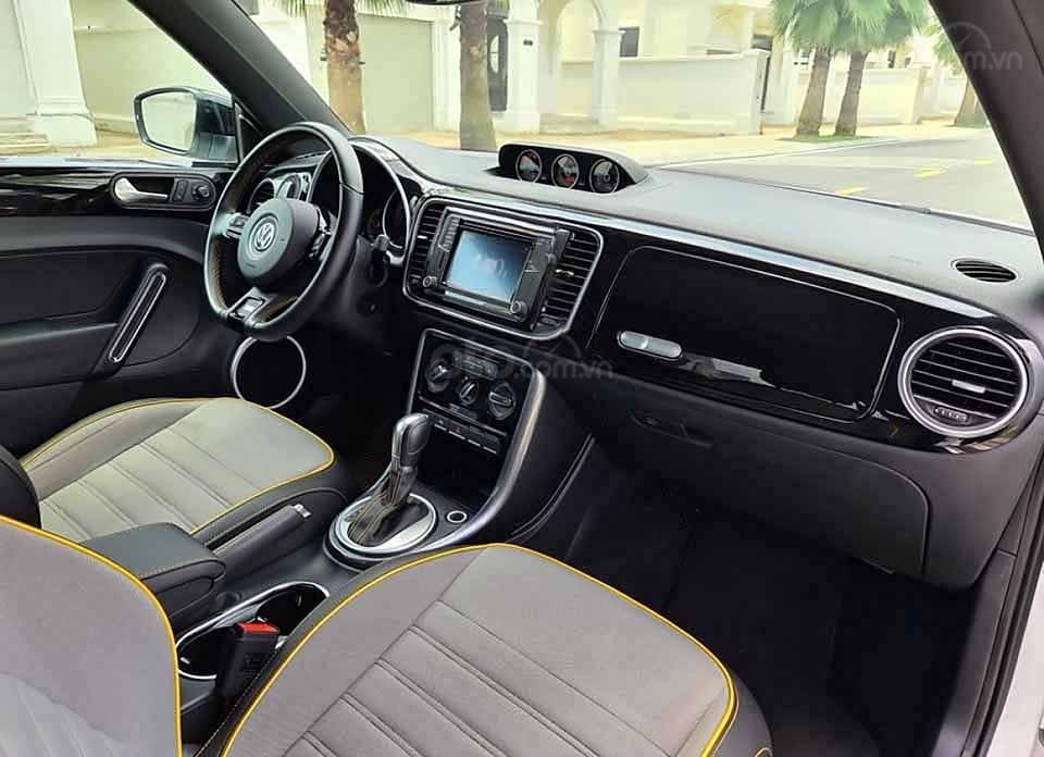 Cần bán xe Volkswagen Beetle Dune 2.0 đời 2018, màu trắng, nhập khẩu nguyên chiếc (4)