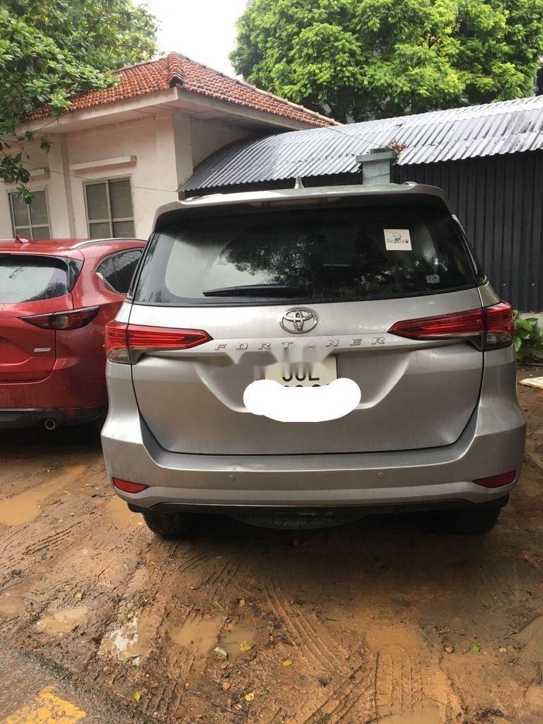 Bán xe Toyota Fortuner năm sản xuất 2017, màu bạc còn mới (1)