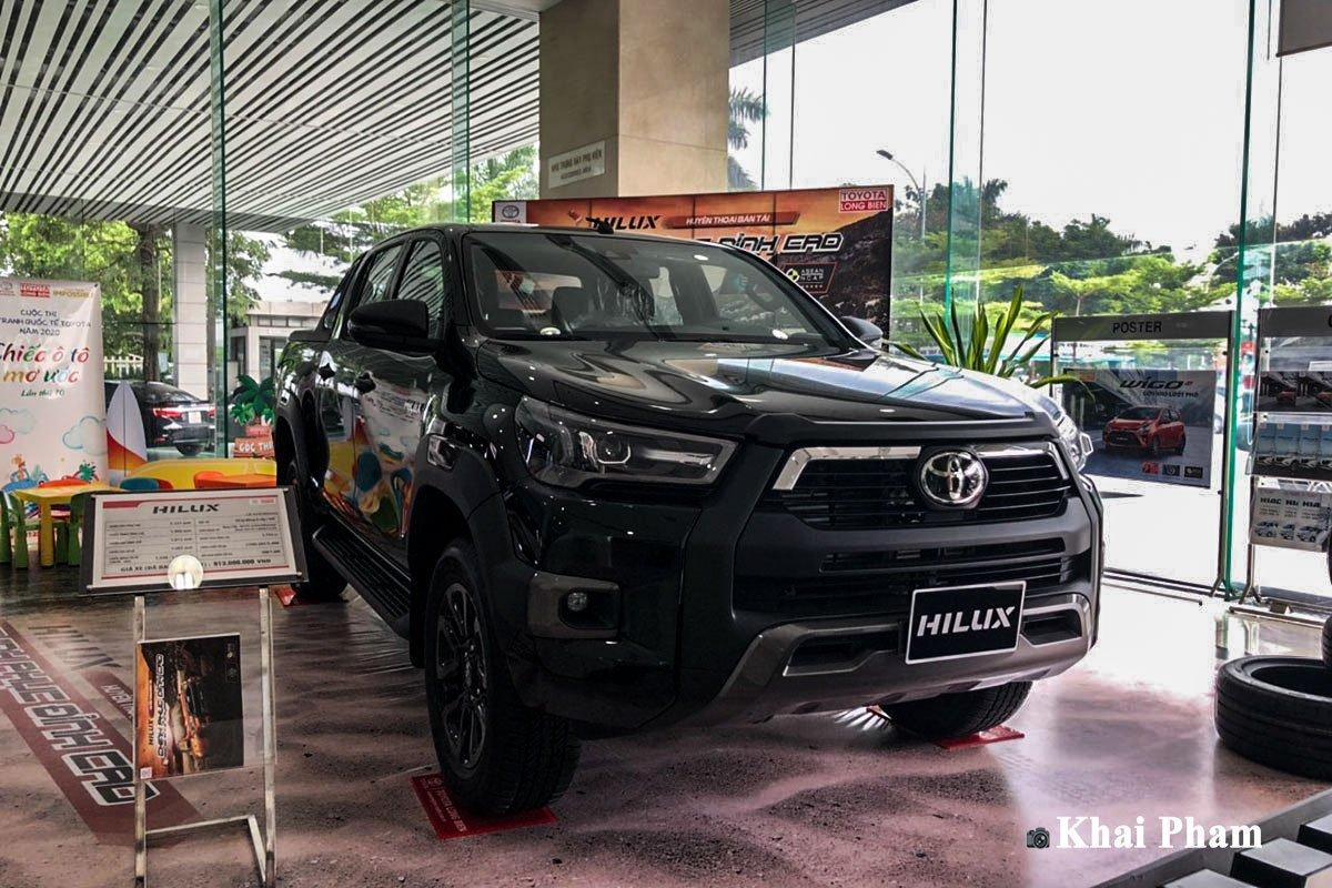 Toyota Hilux Adventure 2020 tại Việt Nam có gì để đấu Ford Ranger Wildtrak?