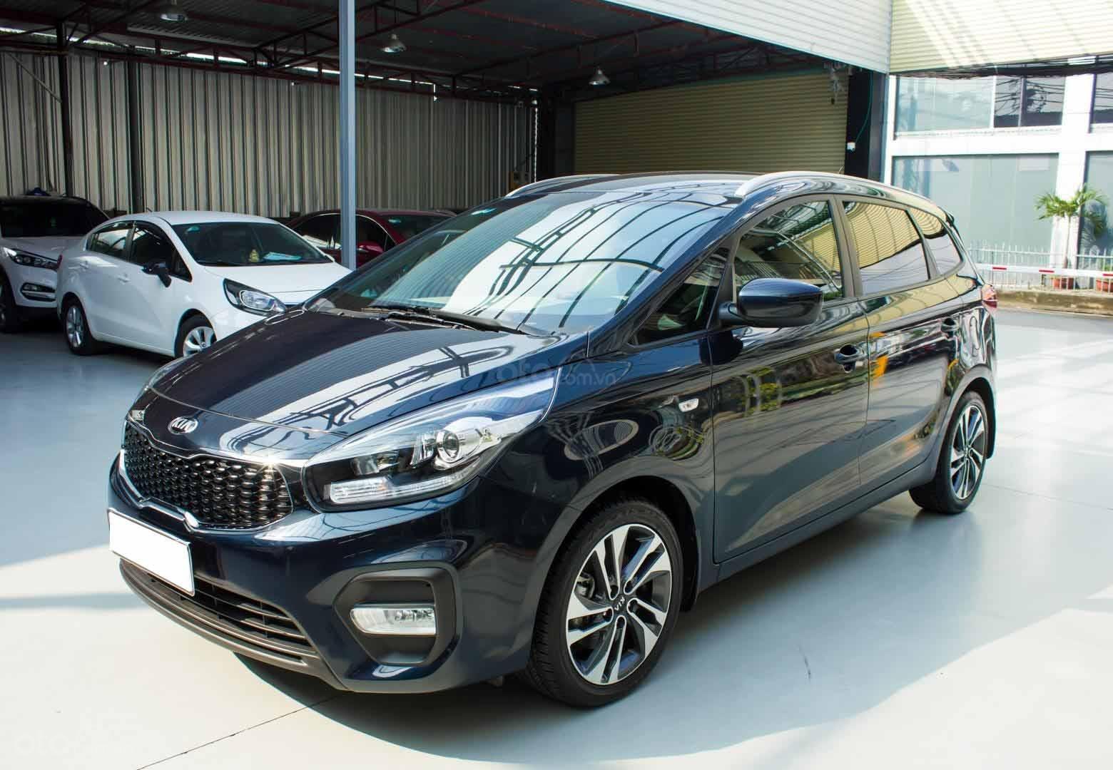 Bán xe Kia Rondo số sàn, màu xanh dương, một chủ cực đẹp mới như xe hãng (3)