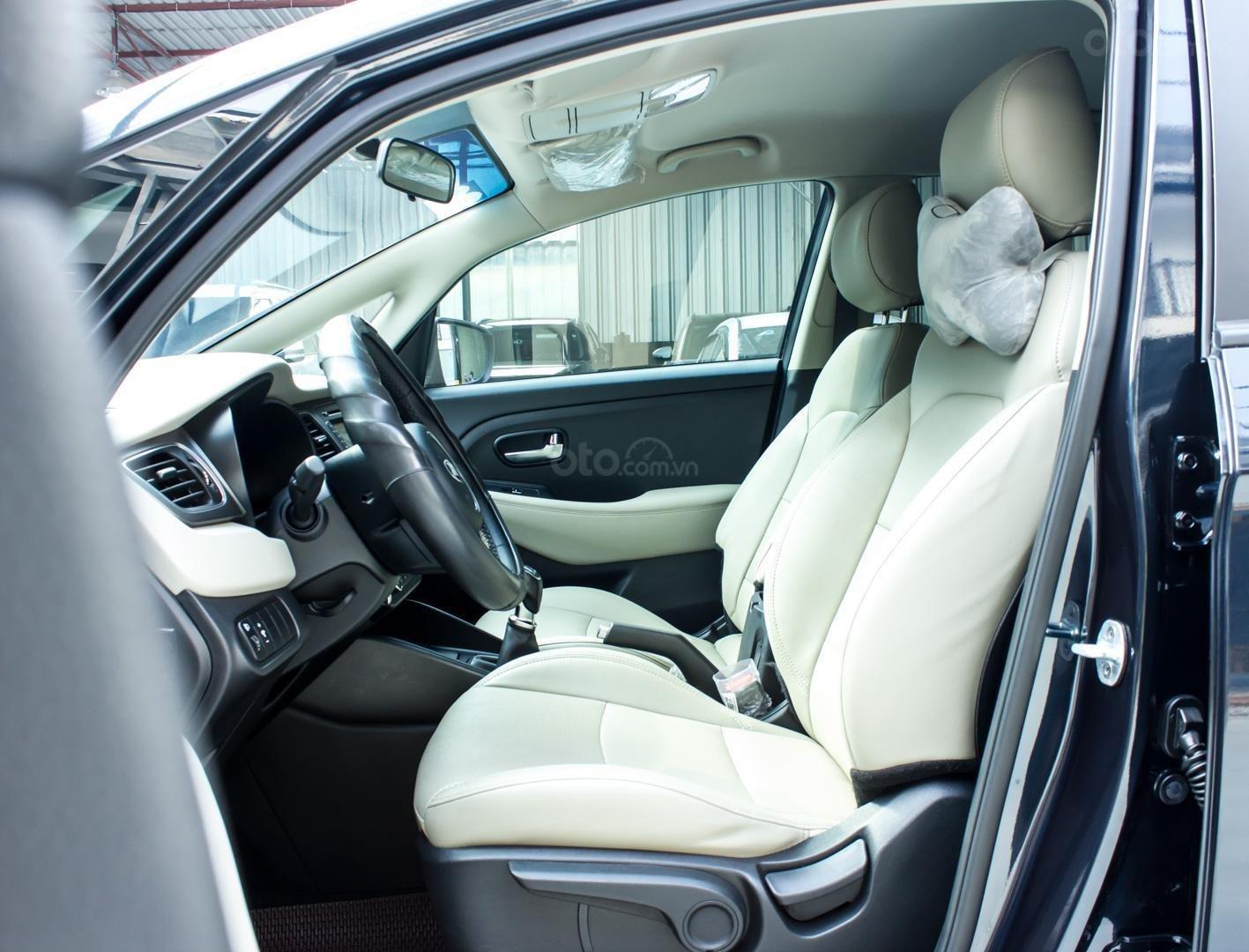 Bán xe Kia Rondo số sàn, màu xanh dương, một chủ cực đẹp mới như xe hãng (4)