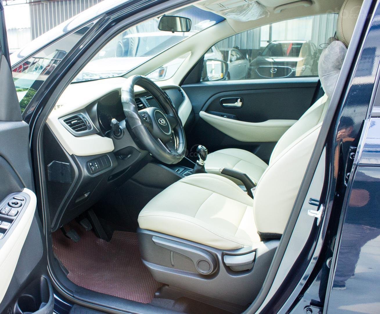 Bán xe Kia Rondo số sàn, màu xanh dương, một chủ cực đẹp mới như xe hãng (5)