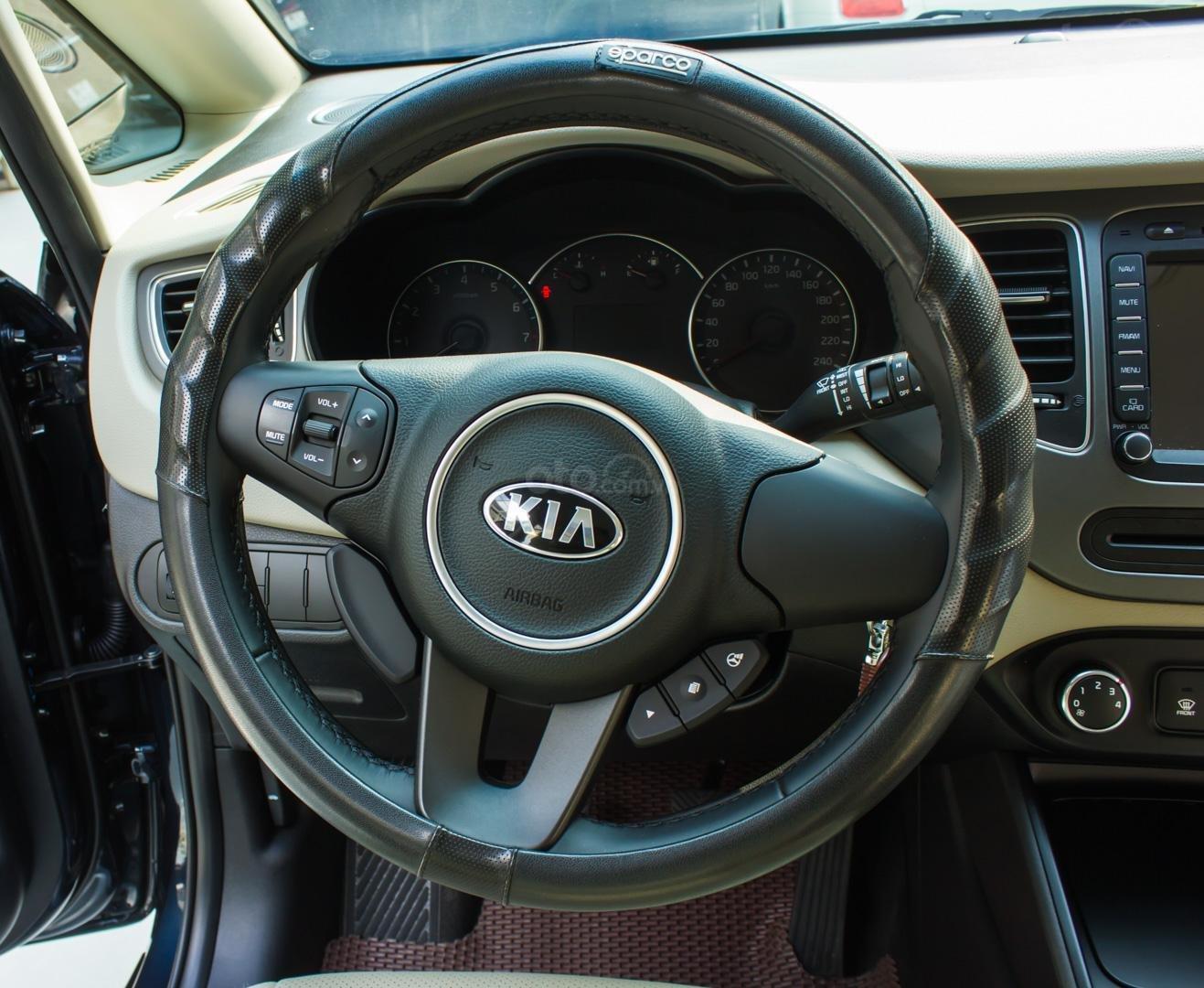 Bán xe Kia Rondo số sàn, màu xanh dương, một chủ cực đẹp mới như xe hãng (9)