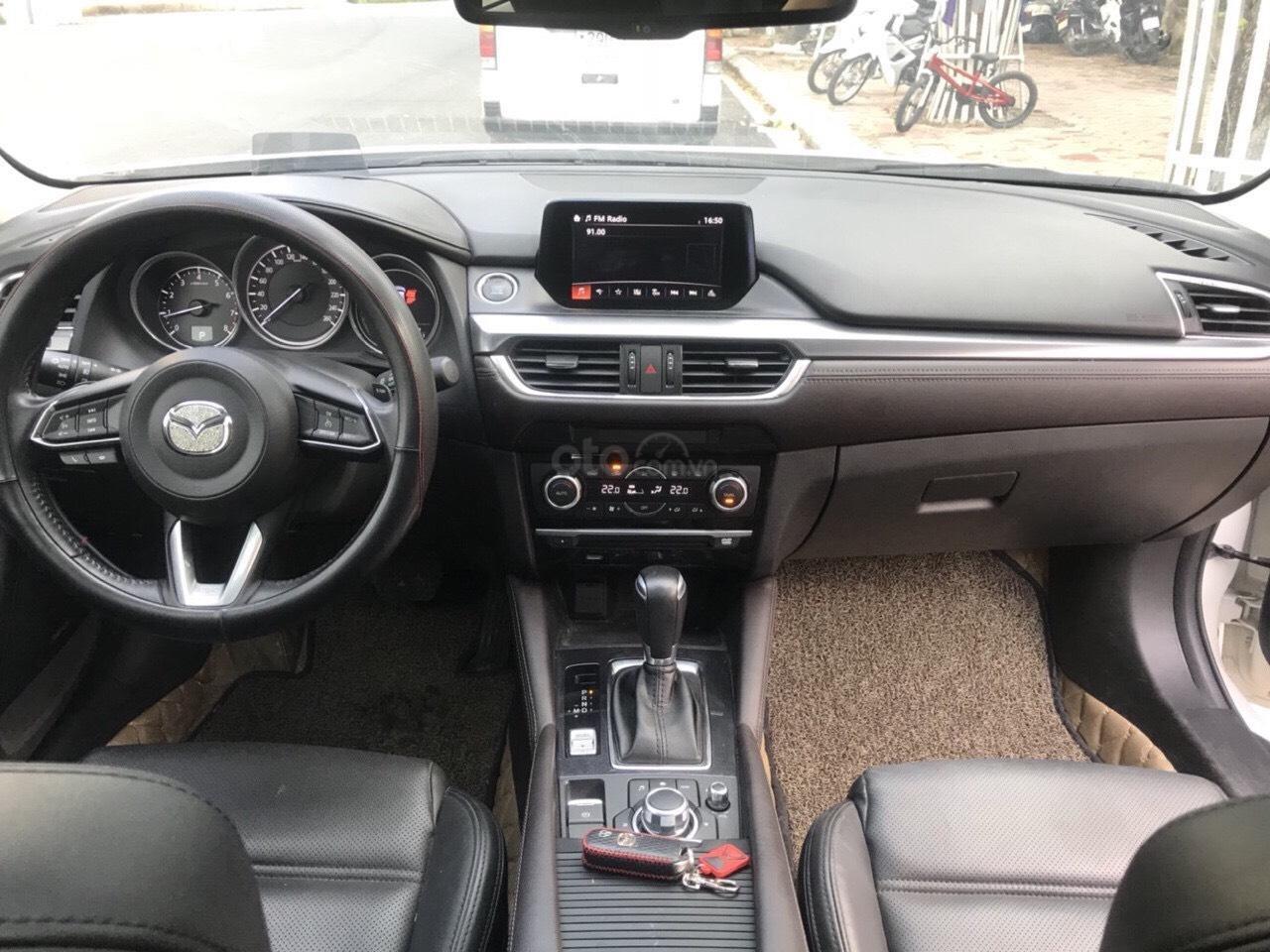 Siêu mẫu Mazda 6 2.0 trắng Ngọc Trinh, hoa hậu 2018 (5)