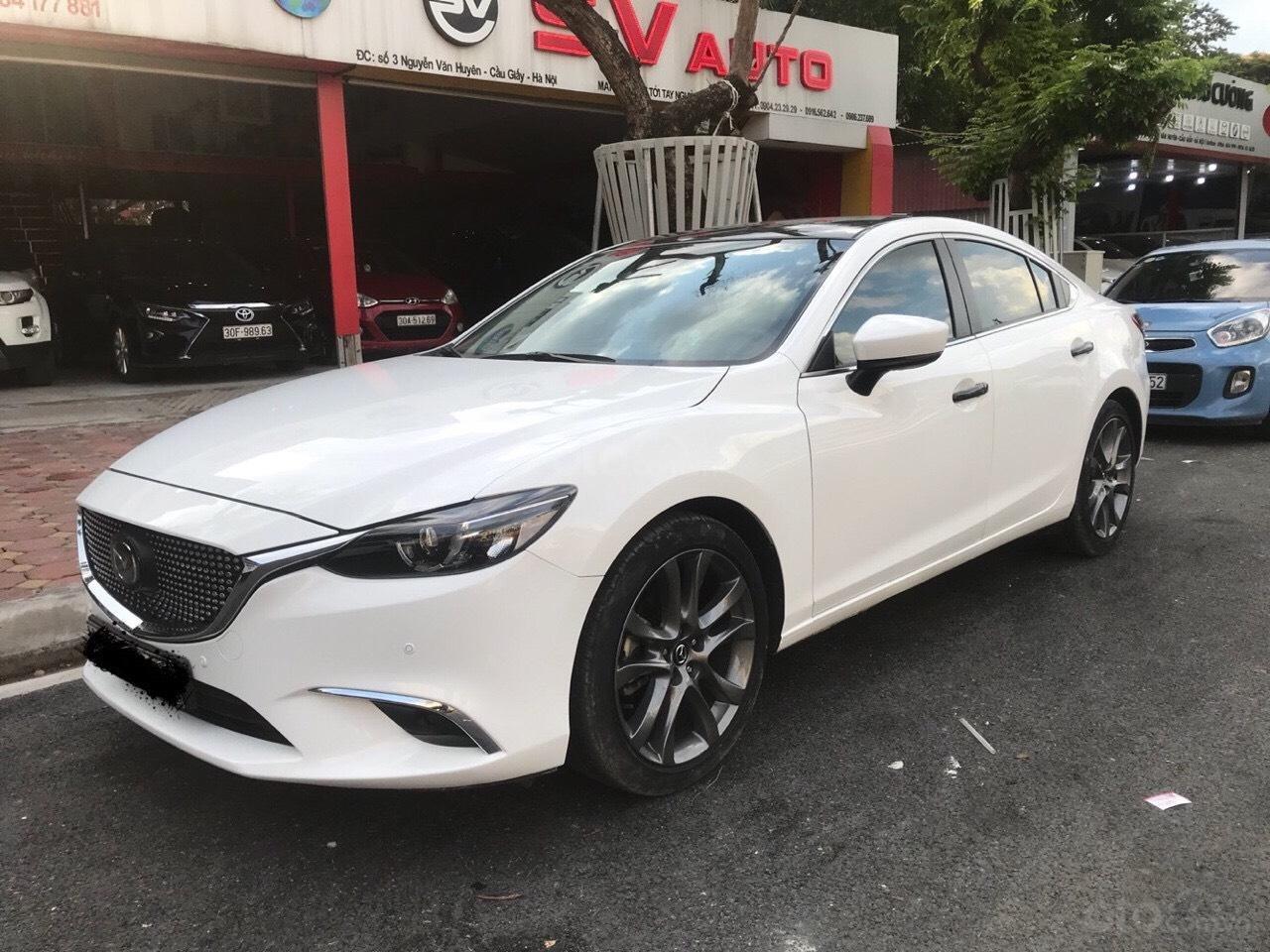 Siêu mẫu Mazda 6 2.0 trắng Ngọc Trinh, hoa hậu 2018 (1)