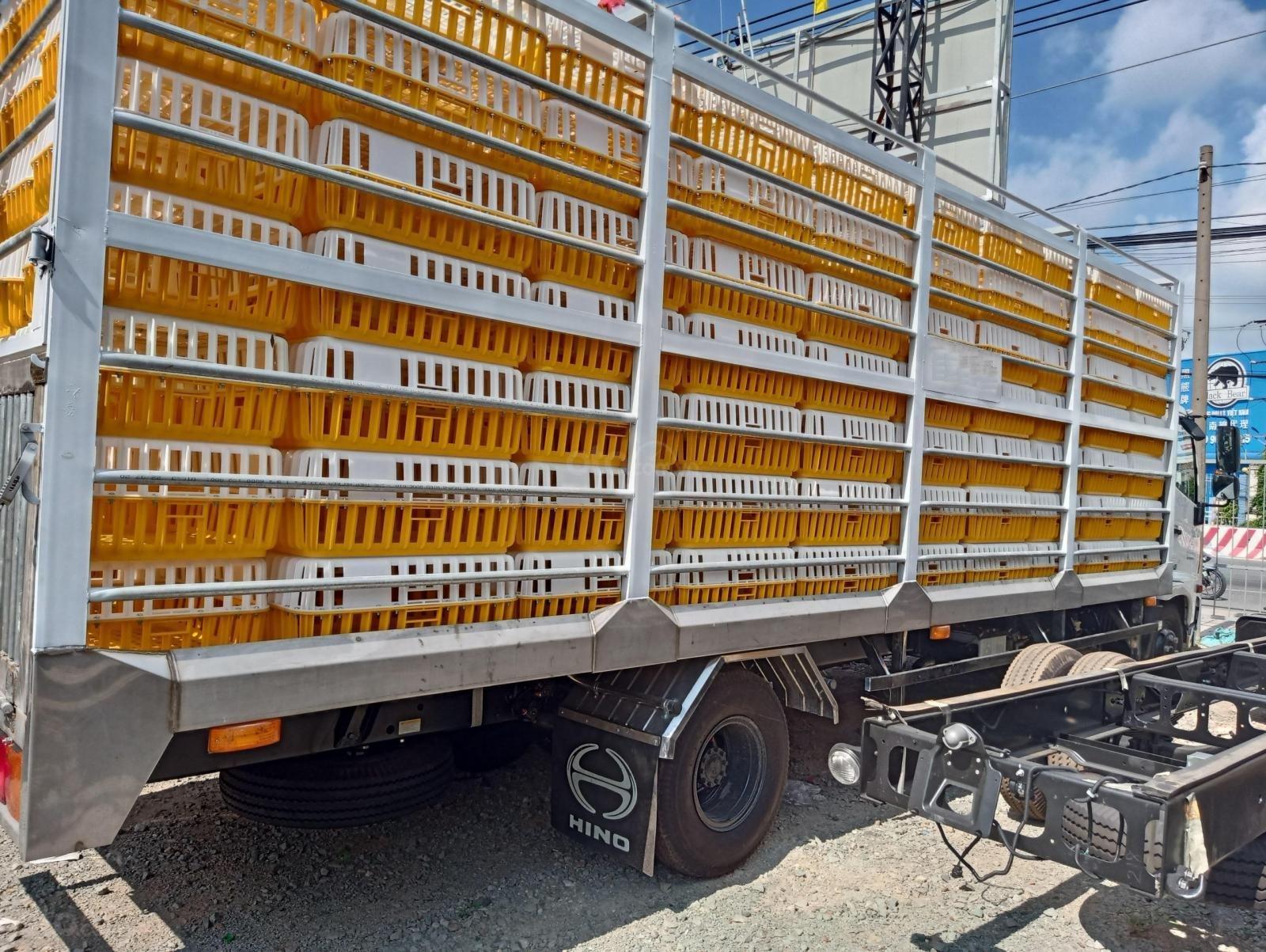 Xe tải Hino FC 2020 thùng gia cầm chất lượng cao (4)