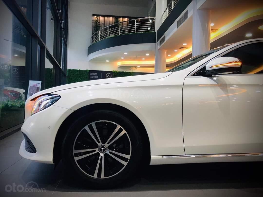 Mercedes E180 mua ngay hôm nay nhận ngay ưu đãi khủng, trả trước 350 triệu nhận xe ngay (4)