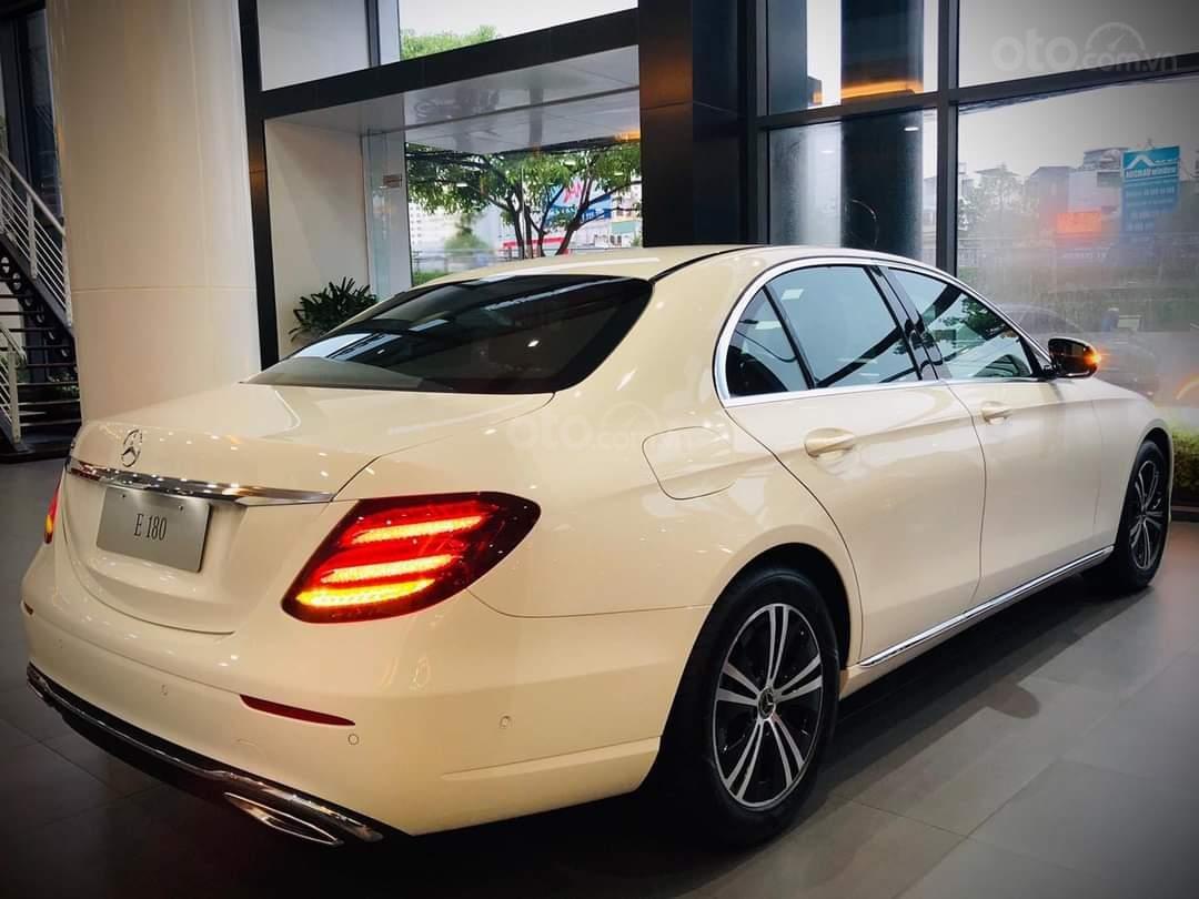 Mercedes E180 mua ngay hôm nay nhận ngay ưu đãi khủng, trả trước 350 triệu nhận xe ngay (2)