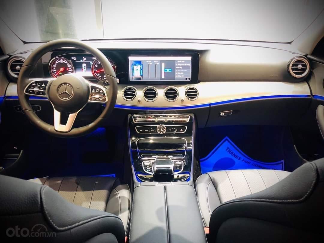 Mercedes E180 mua ngay hôm nay nhận ngay ưu đãi khủng, trả trước 350 triệu nhận xe ngay (3)